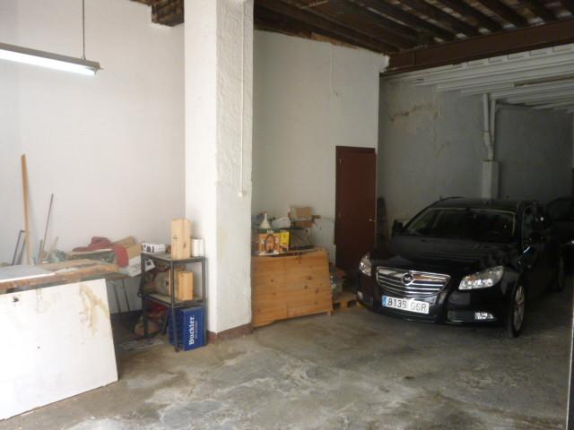 Warehouse, Malaga Centro, . 2 Bedrooms, 1 Bathroom, Built 200 m².  Setting : Town, Close To Schools.,Spain