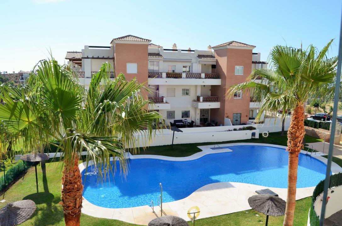 Middle Floor Apartment in Benalmadena Costa R3327586