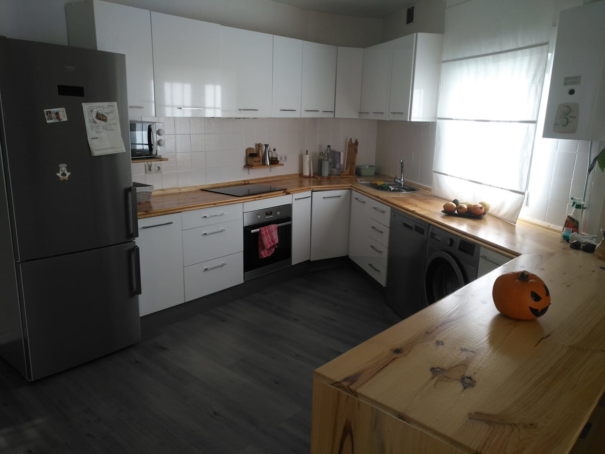 Appartement  Mi-étage en vente   à Montemar