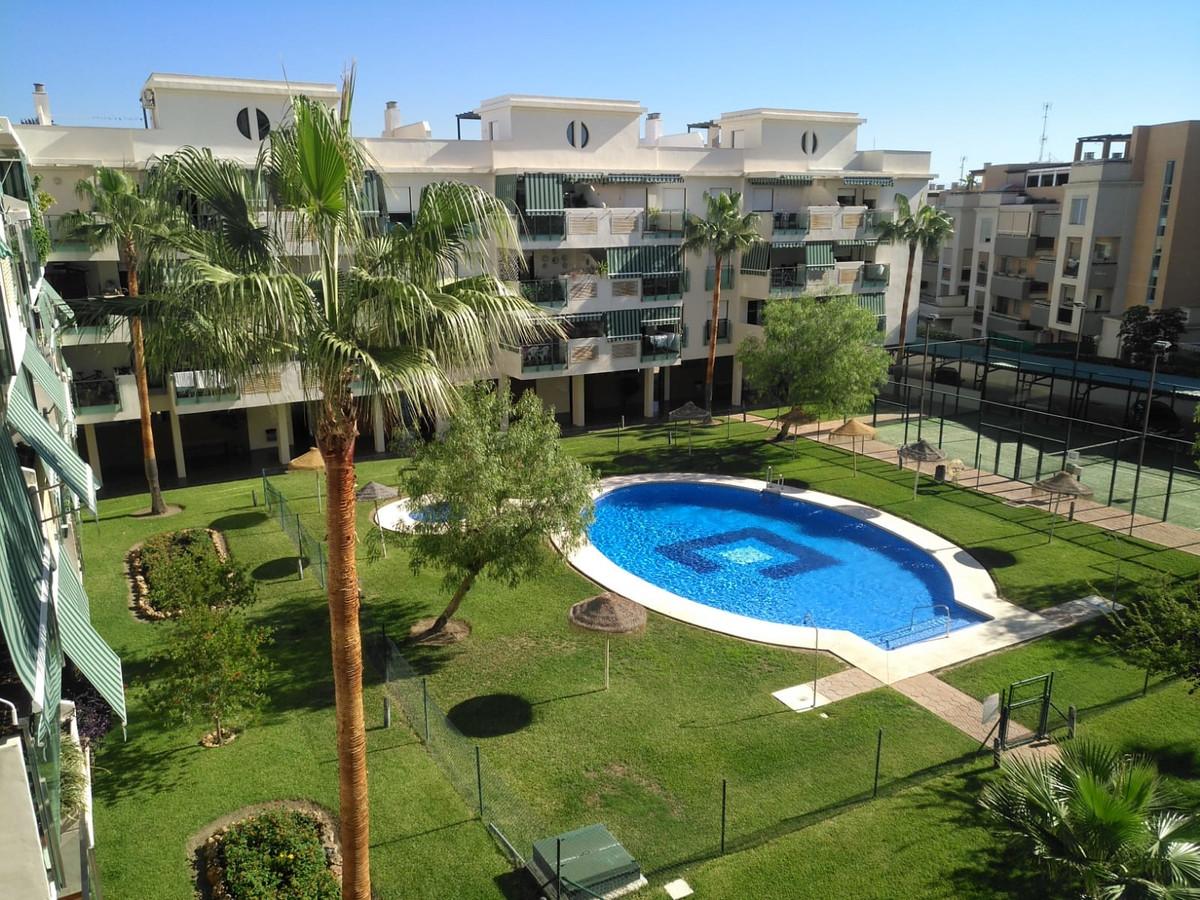 Middle Floor Apartment in Torremolinos R3255649