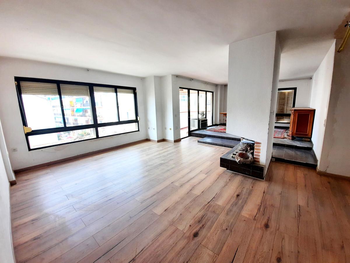 Middle Floor Apartment, Fuengirola, Costa del Sol. 4 Bedrooms, 3 Bathrooms, Built 160 m², Terrace 10,Spain