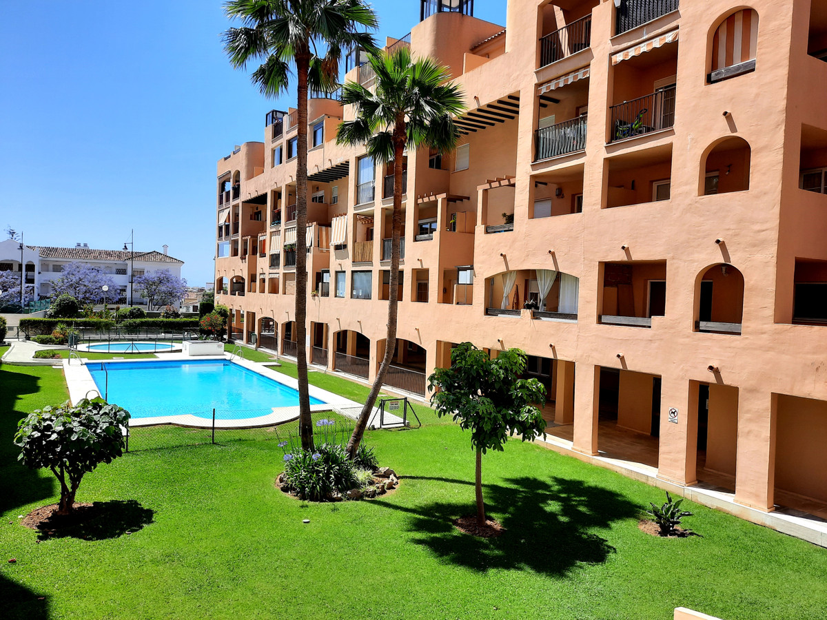 Middle Floor Apartment, Fuengirola, Costa del Sol. 2 Bedrooms, 2 Bathrooms, Built 90 m², Terrace 5 m,Spain