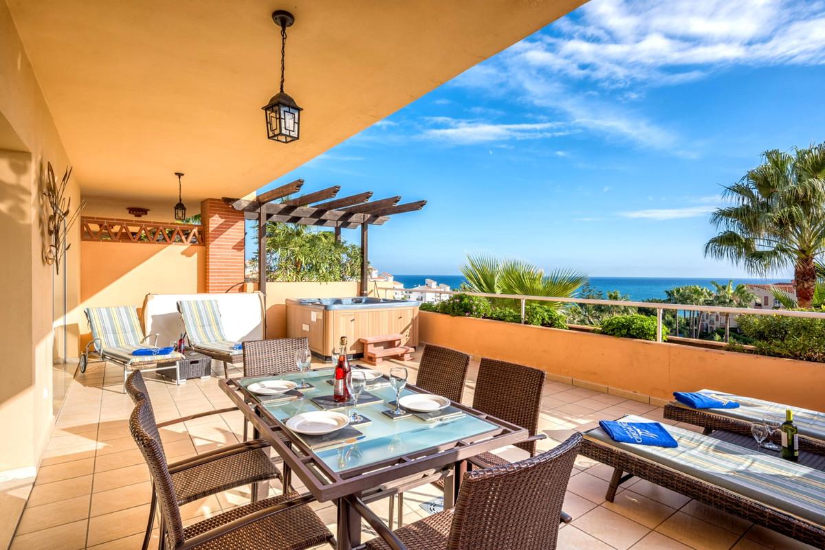 Apartament na środkowym piętrze na sprzedaż w Mijas Costa R3352903