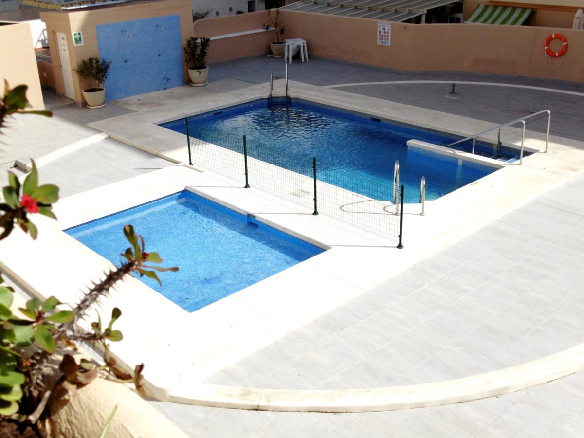 Middle Floor Apartment, Fuengirola, Costa del Sol. 3 Bedrooms, 2 Bathrooms, Built 90 m², Terrace 5 m,Spain
