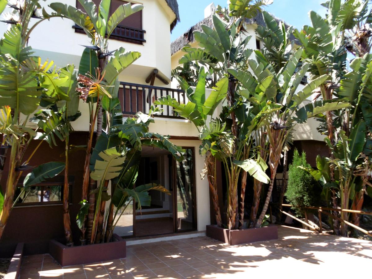 Semi-Detached House in Riviera del Sol R3441508