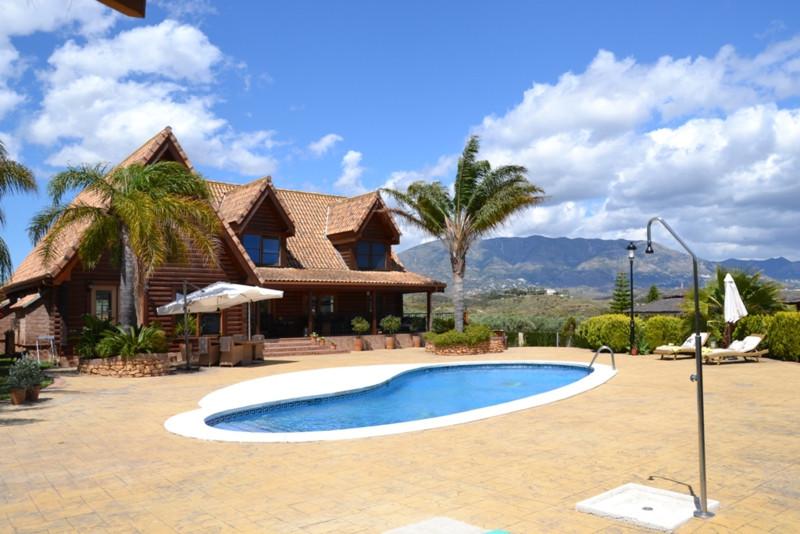 6-bed-Detached Villa for Sale in La Cala Golf