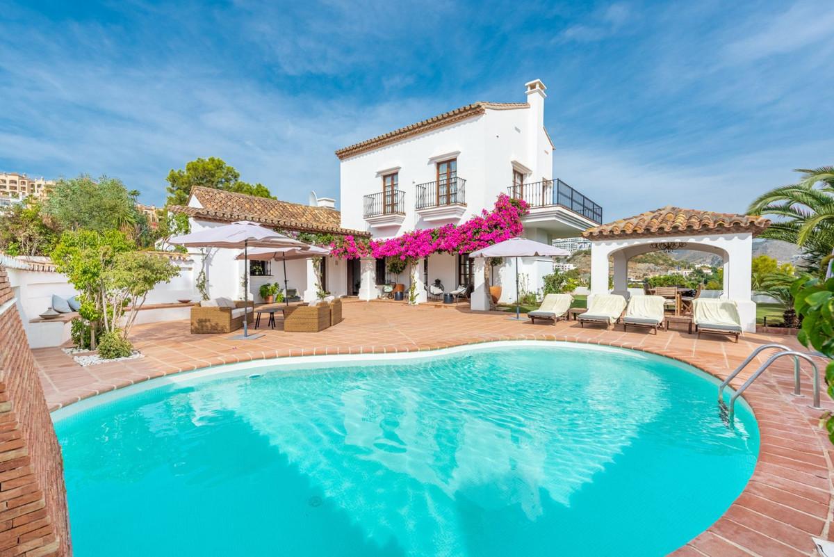 Glorious 5 bedroom villa in the gated community of El Herrojo Alto in la Quinta. The privileged loca,Spain