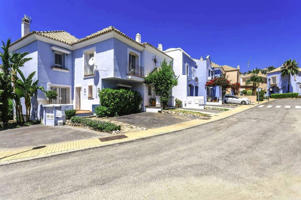 Lovely Nueva Andalucia townhouse from a highly motivated seller, situated in Aloha, close to Turtle ,Spain