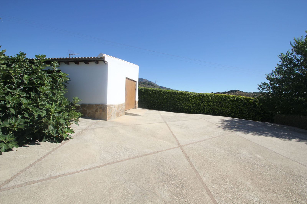 Villa for sale in Tolox
