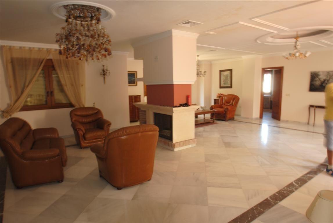 Villa Detached for sale in Atalaya, Costa del Sol