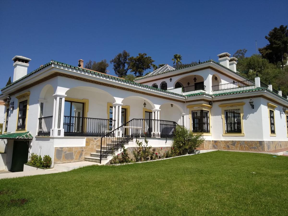 Fantastic villa with impressive sea views built on a plot of 2.600 square meters. It comprises 500 s,Spain