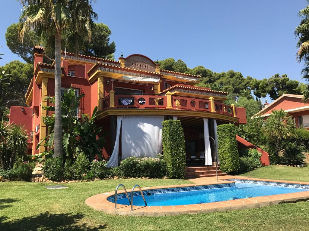 Villa 5 Dormitorios en Venta Torremolinos