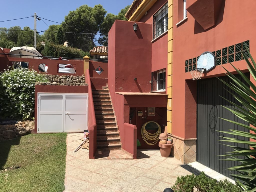 Villa con 5 Dormitorios en Venta Torremolinos