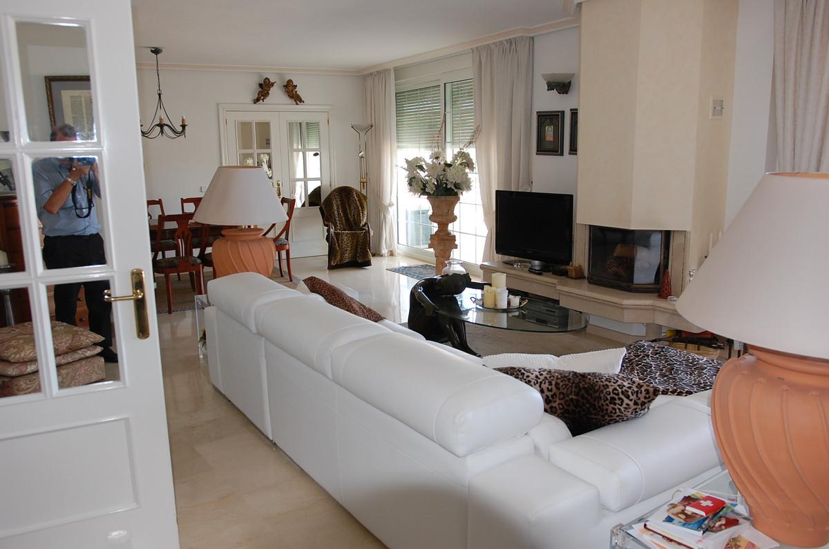 Apartamento con 4 Dormitorios en Venta Torrequebrada