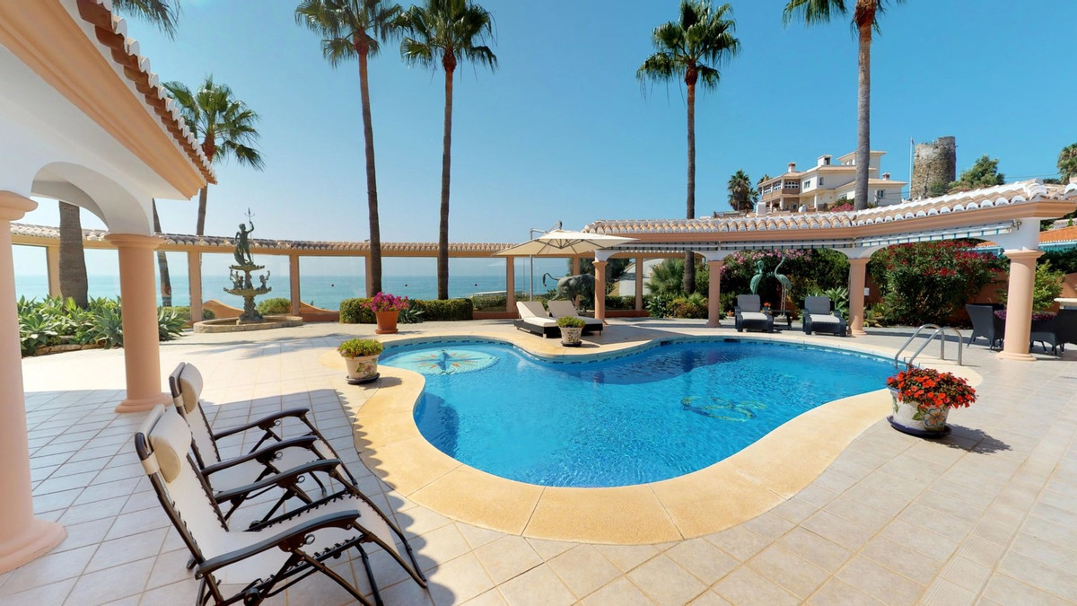 A beautiful villa located in El Faro with sea views for €1.195.000, This villa has 3 bedrooms and 3 ,Spain