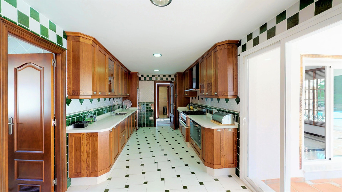 Villa con 4 Dormitorios en Venta Mijas