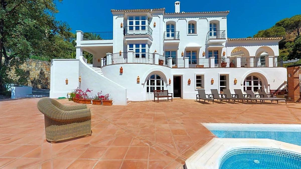 7 Bedroom Villa For Sale in El Madroñal - El Madroñal, Benahavis