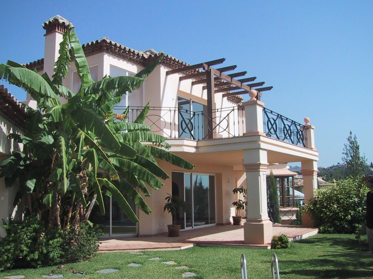 Villa 4 Dormitorios en Venta Elviria