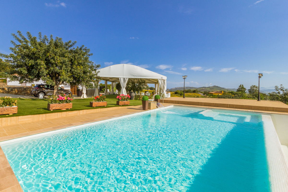 Beautiful finca in Casares  Located in an idyllic area of the Casares mountain range, we find this F,Spain