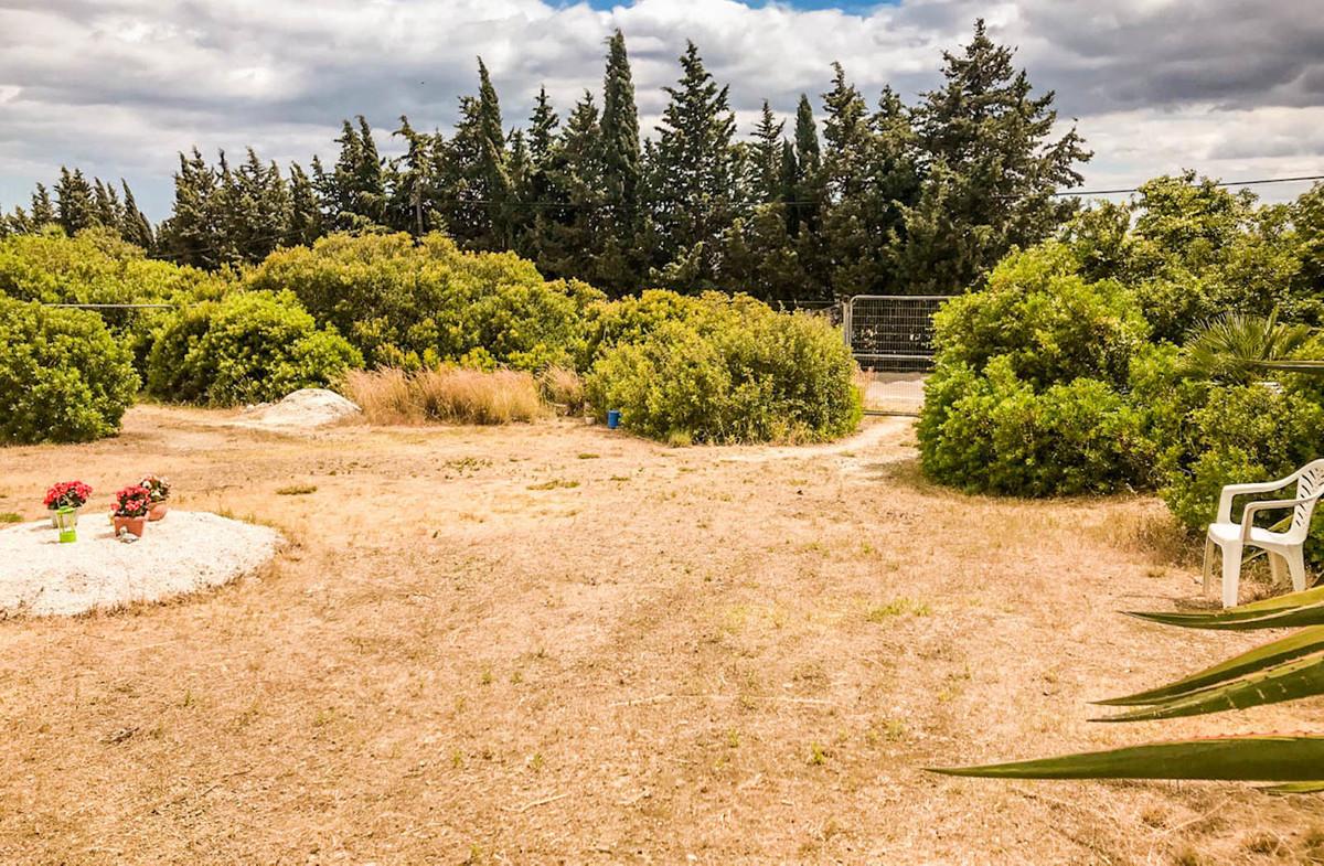 Magnificent rustic plot in the Padron area, very close to the  Laguna Village shopping mall, Aldi Su,Spain