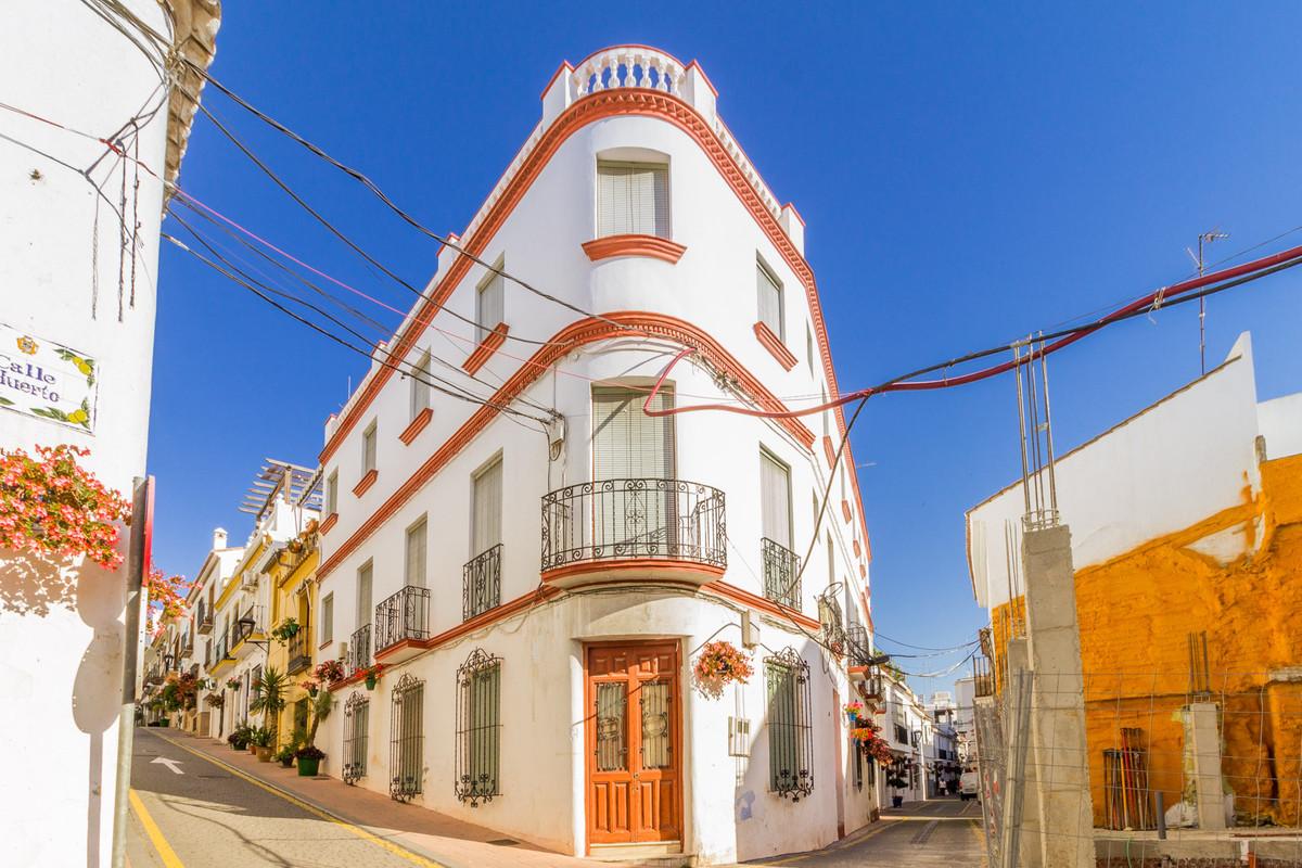 Hostel for sale in Estepona R3350536