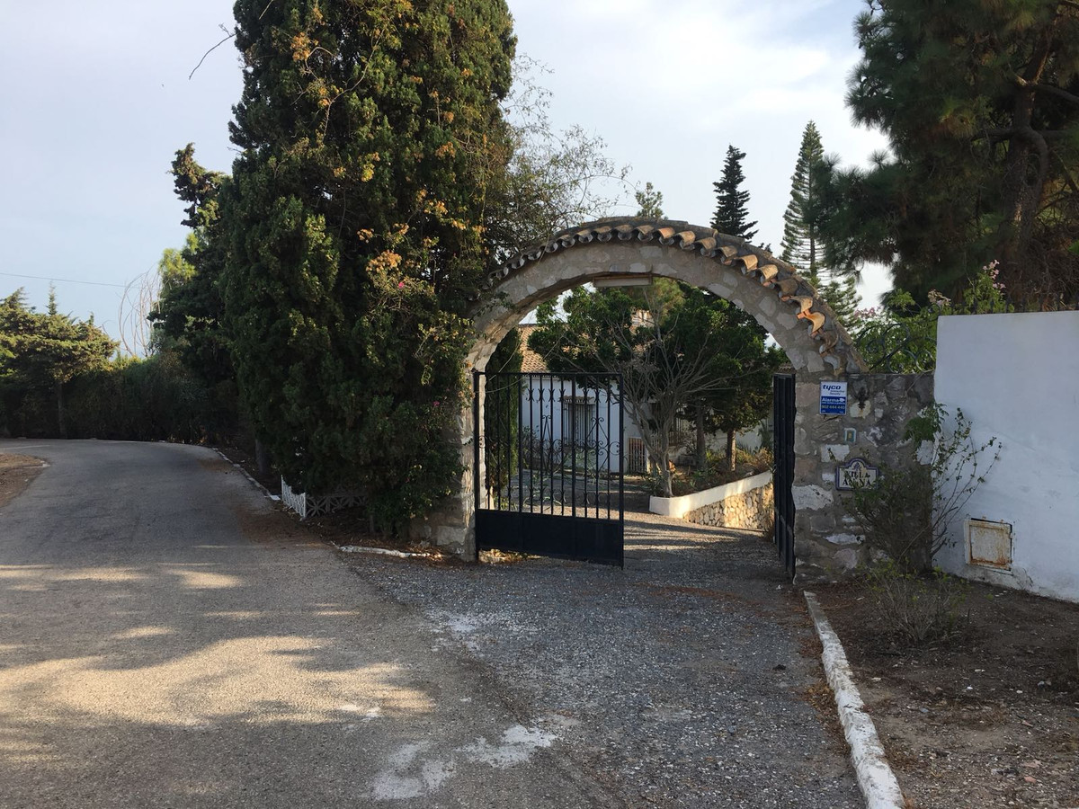 Villa 5 Dormitorios en Venta El Chaparral