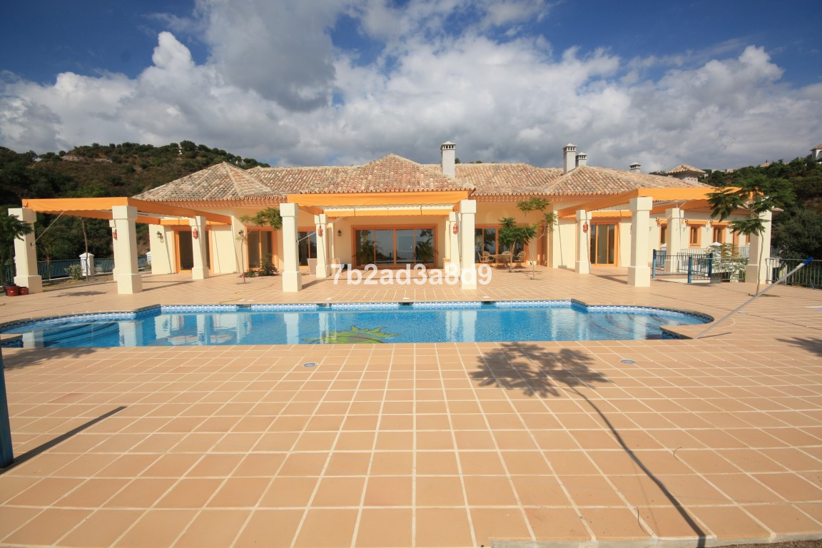 5 Bedrooms Villa For Sale