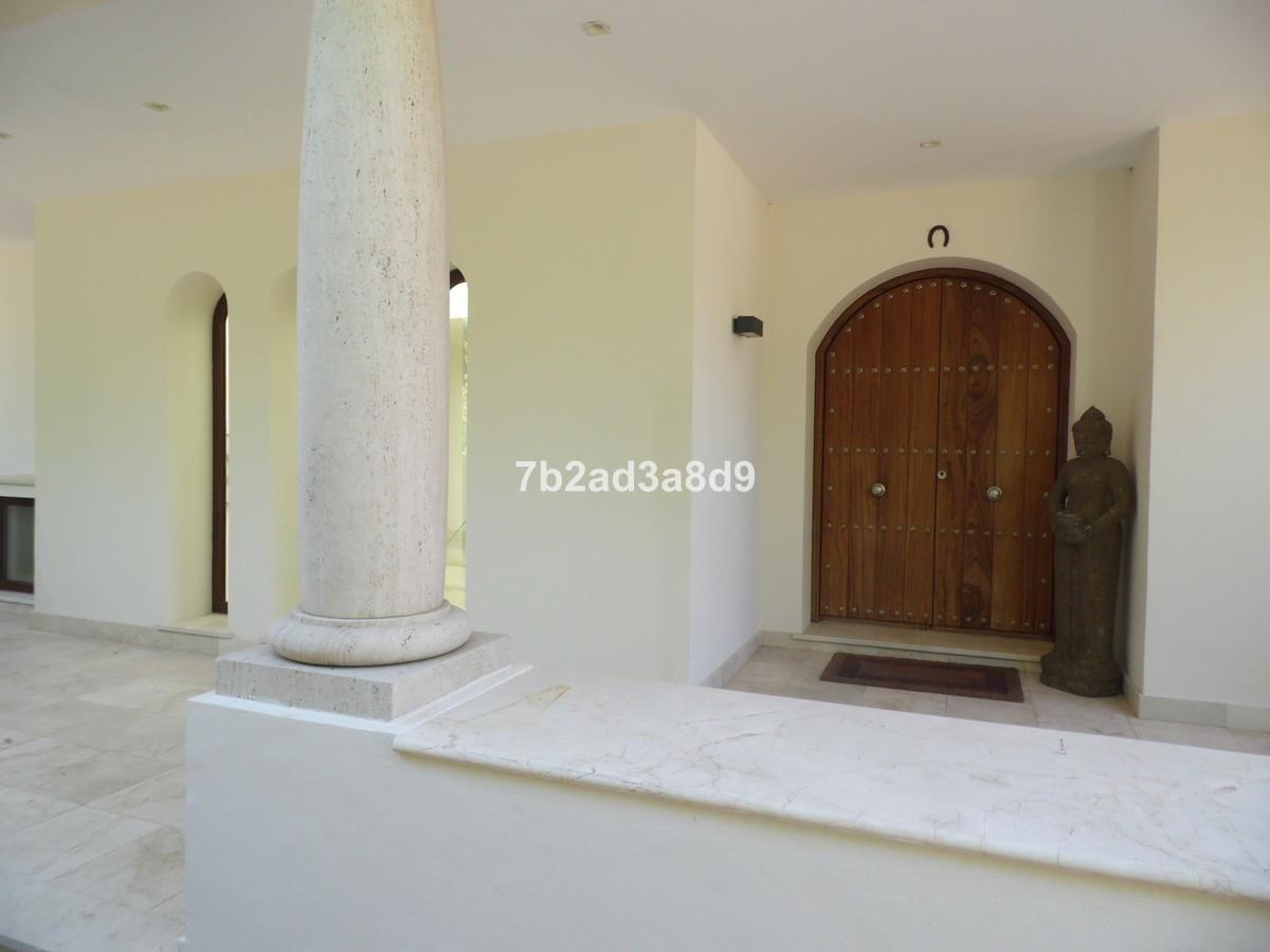 Villa con 5 Dormitorios en Venta Manilva