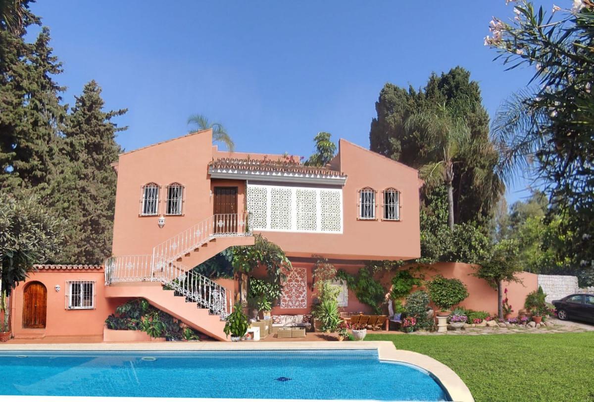 Villa - Chalet en venta en El Paraiso R3944158