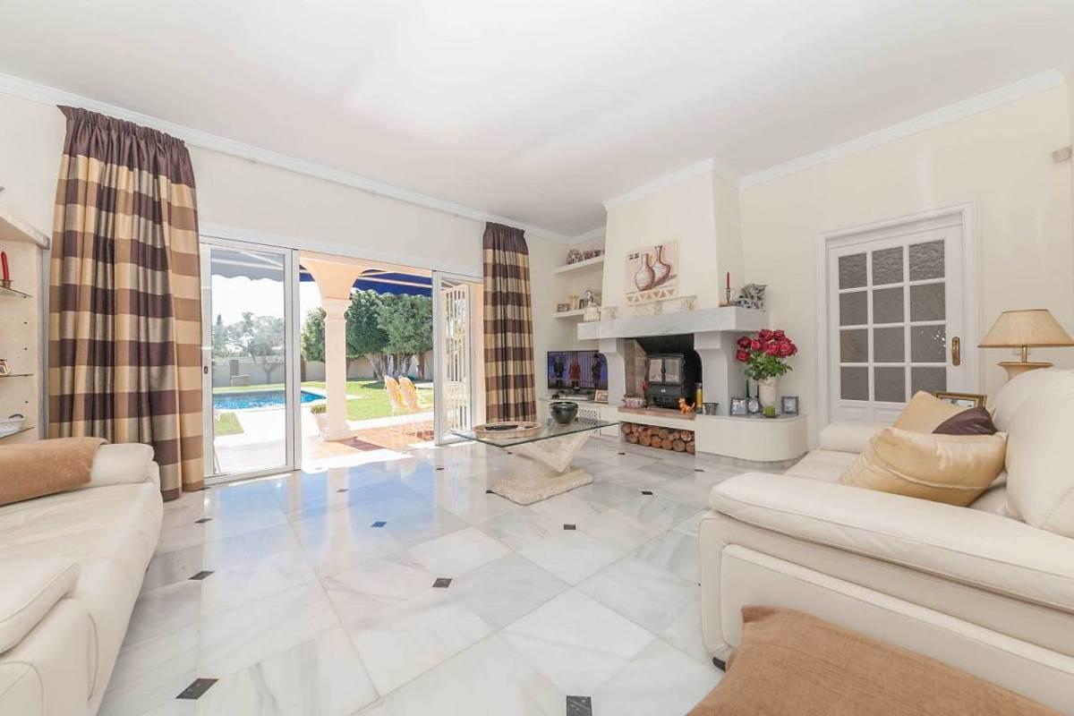 R3250273: Villa in El Paraiso