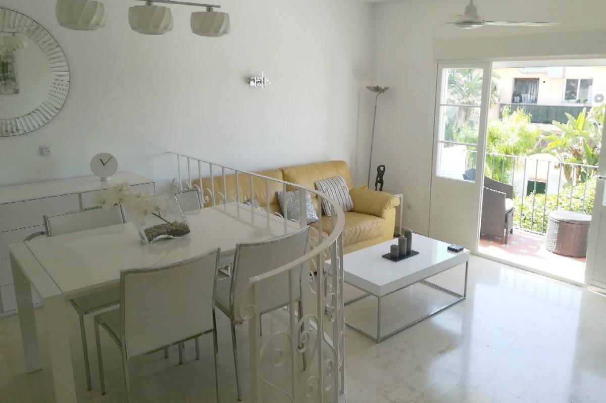 2 Bedroom, 2 Bathroom FIRST FLOOR APARTMENT in BENA VISTA, Close to Restaurants, Bowls and Golf.   E,Spain