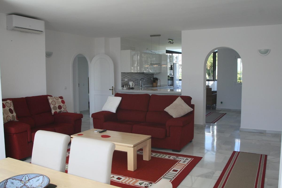 Beautiful 2 Bedroom, 2 Bathroom TOP FLOOR APARTMENT in PATIO LOS NARANJOS, Close to Restaurants, Bow,Spain