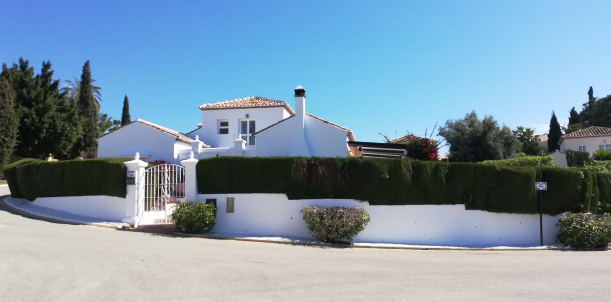 Detached Villa for sale in El Paraiso R3339649