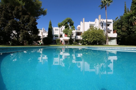 A south facing duplex apartment  , located in the heart of the Golf Valley, the Las Brisas area. It ,Spain