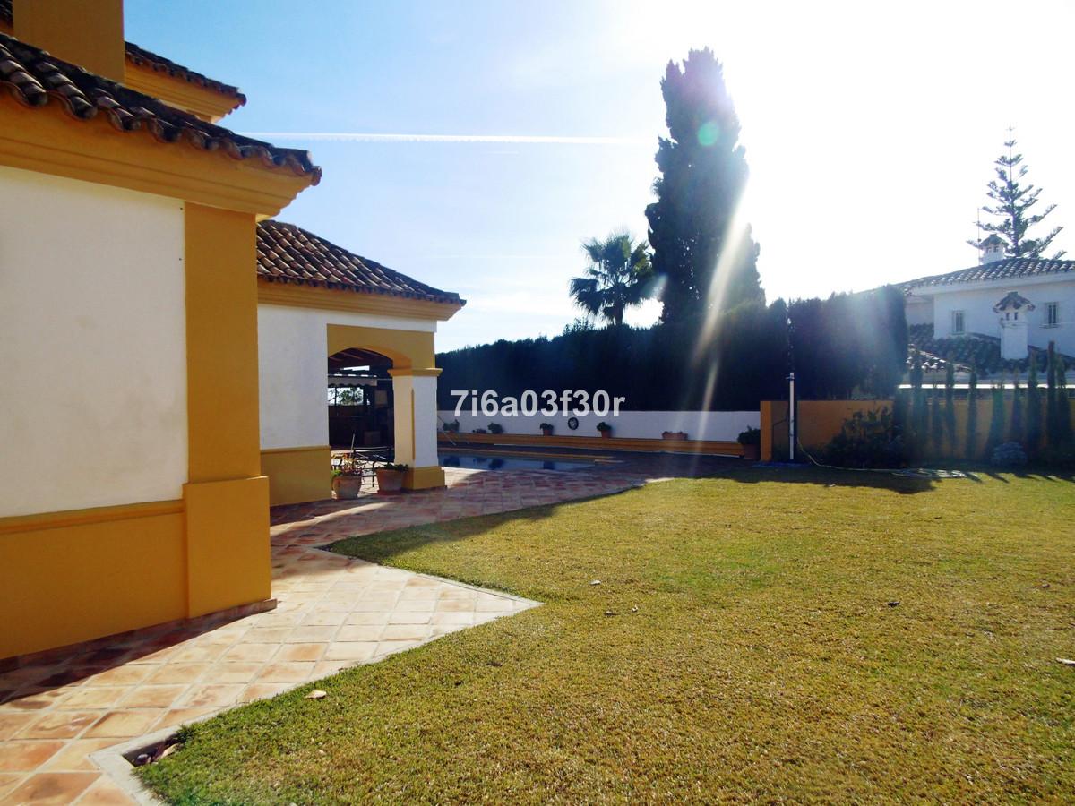 Detached Villa for sale in San Pedro de Alcántara R3613877