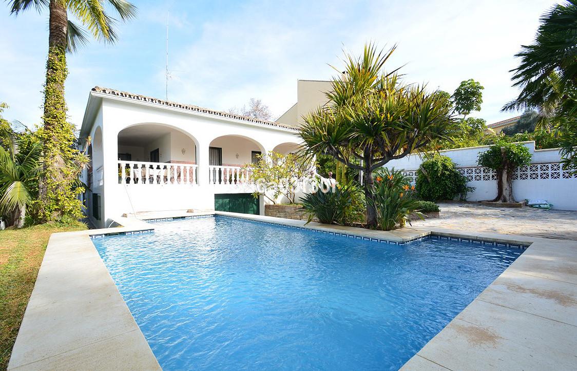 Villa  Detached for sale  and for rent  in San Pedro de Alcántara
