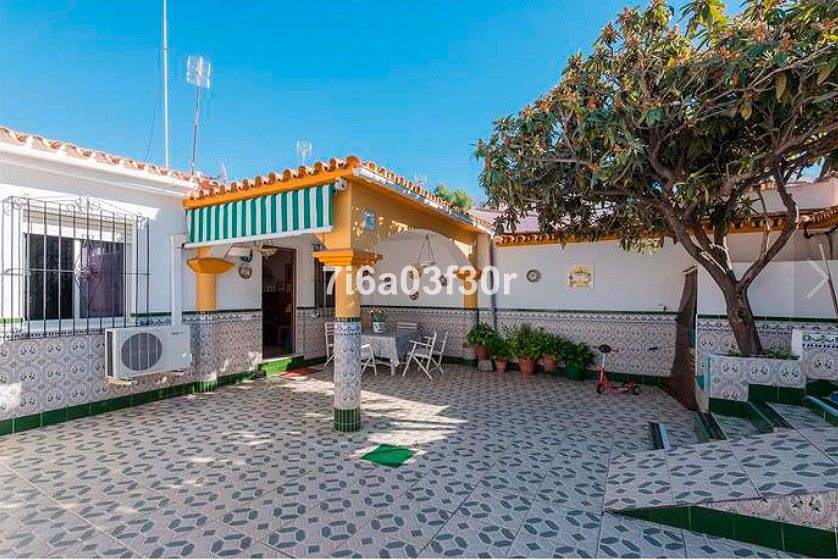 Detached Villa in Nueva Andalucía R3113533