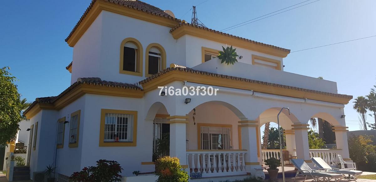 Lovely villa located in a fantastic location on the border between Estepona and San Pedro de Alcanta,Spain