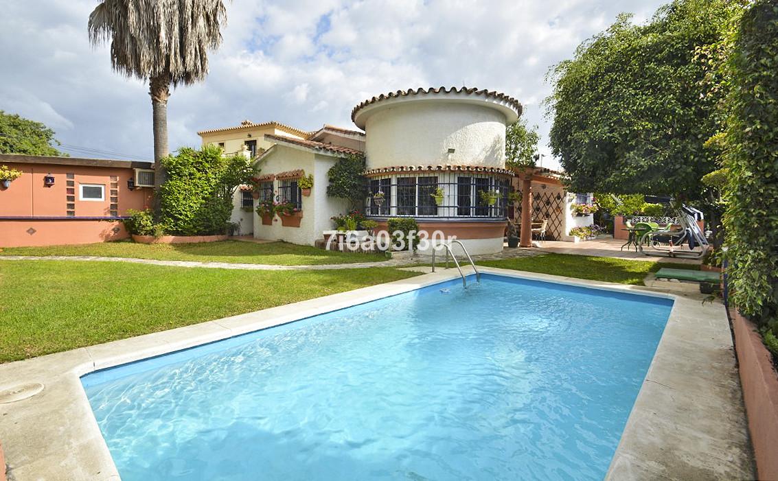 Detached Villa in San Pedro de Alcántara R3264151