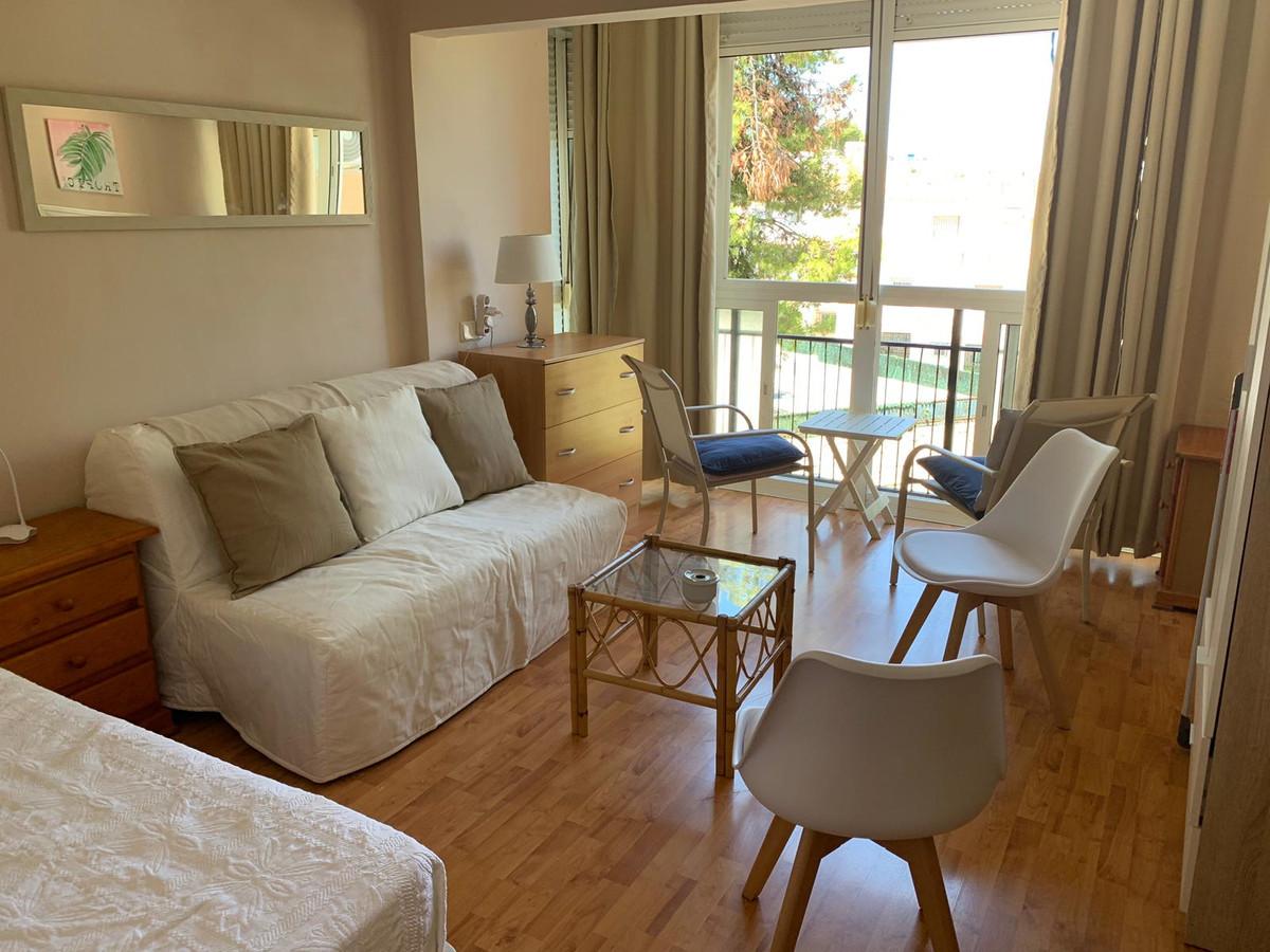 Nice studio near the beach, next to Puerto Marina.  Enclosed area with parking, pool and garden.  Ne,Spain