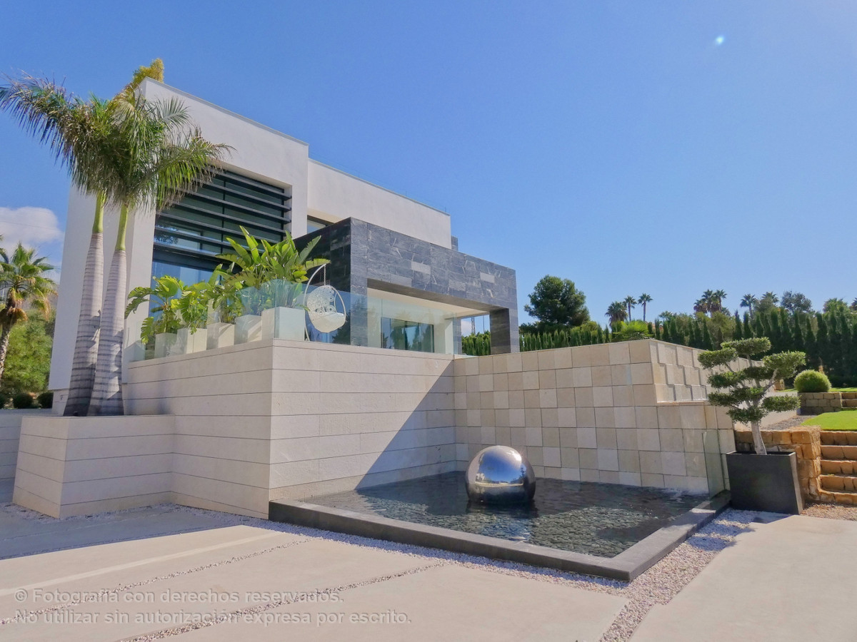 Detached Villa for sale in Marbella R3598337