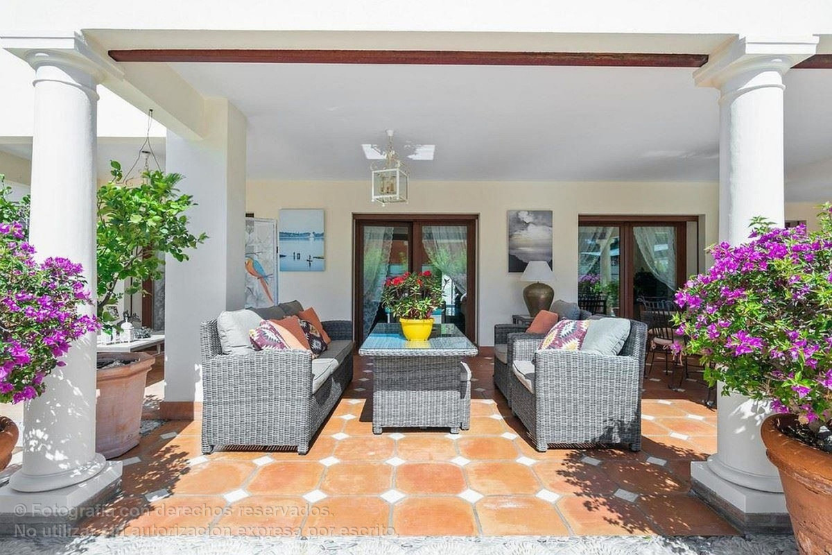 Magnificent villa in a residential area very close to the centre of Marbella.  The house has 5 bedro,Spain