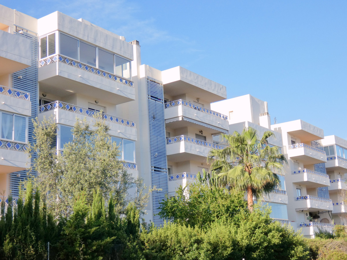 Middle Floor Apartment in Costabella R3351022