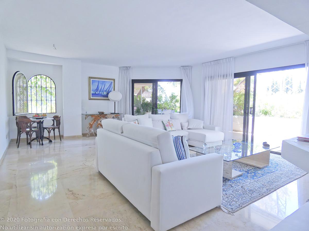 3 bedroom apartment for sale altos de los monteros