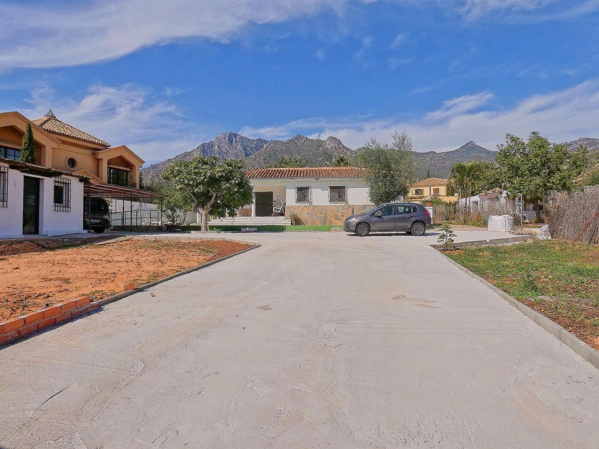 Detached Villa, Marbella, Costa del Sol. 3 Bedrooms, 2 Bathrooms, Built 260 m², Terrace 100 m².  Set,Spain
