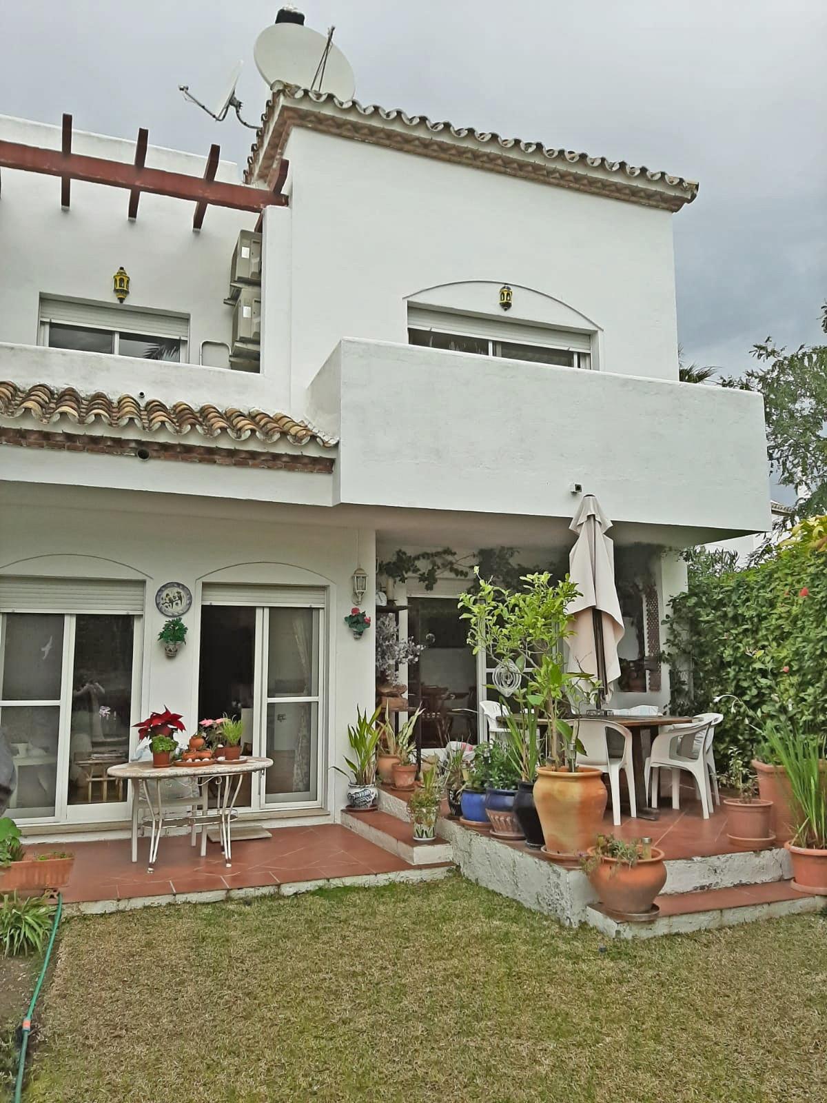 Maison Jumelée  Mitoyenne en vente   à Estepona
