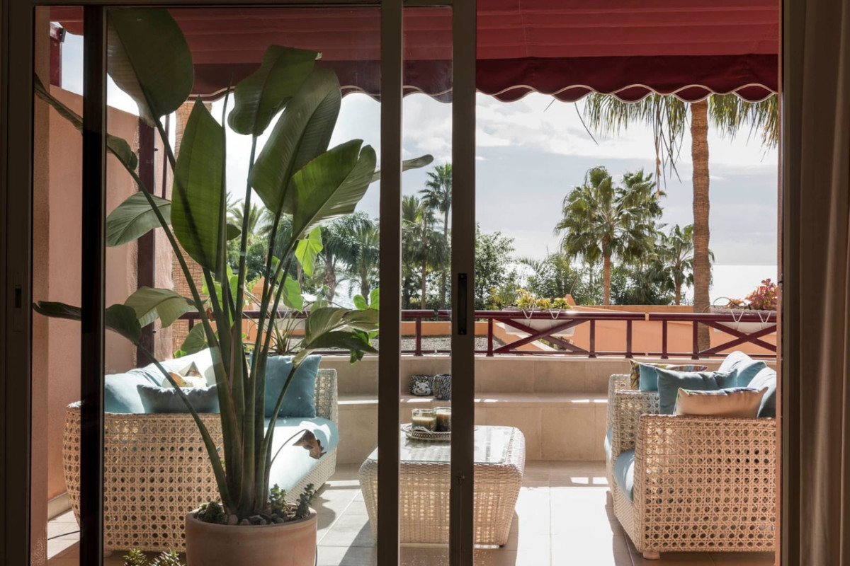 On the beachfront, spacious and modern five-bedroom duplex, excellent qualities, direct access to th,Spain
