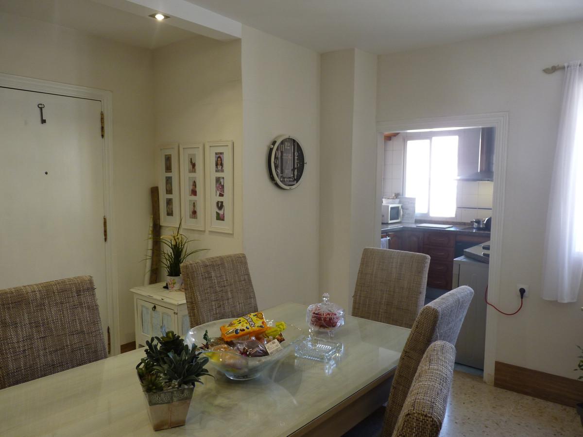 Middle Floor Apartment, Estepona, Costa del Sol. 3 Bedrooms, 2 Bathrooms, Built 123 m².  Setting : C,Spain