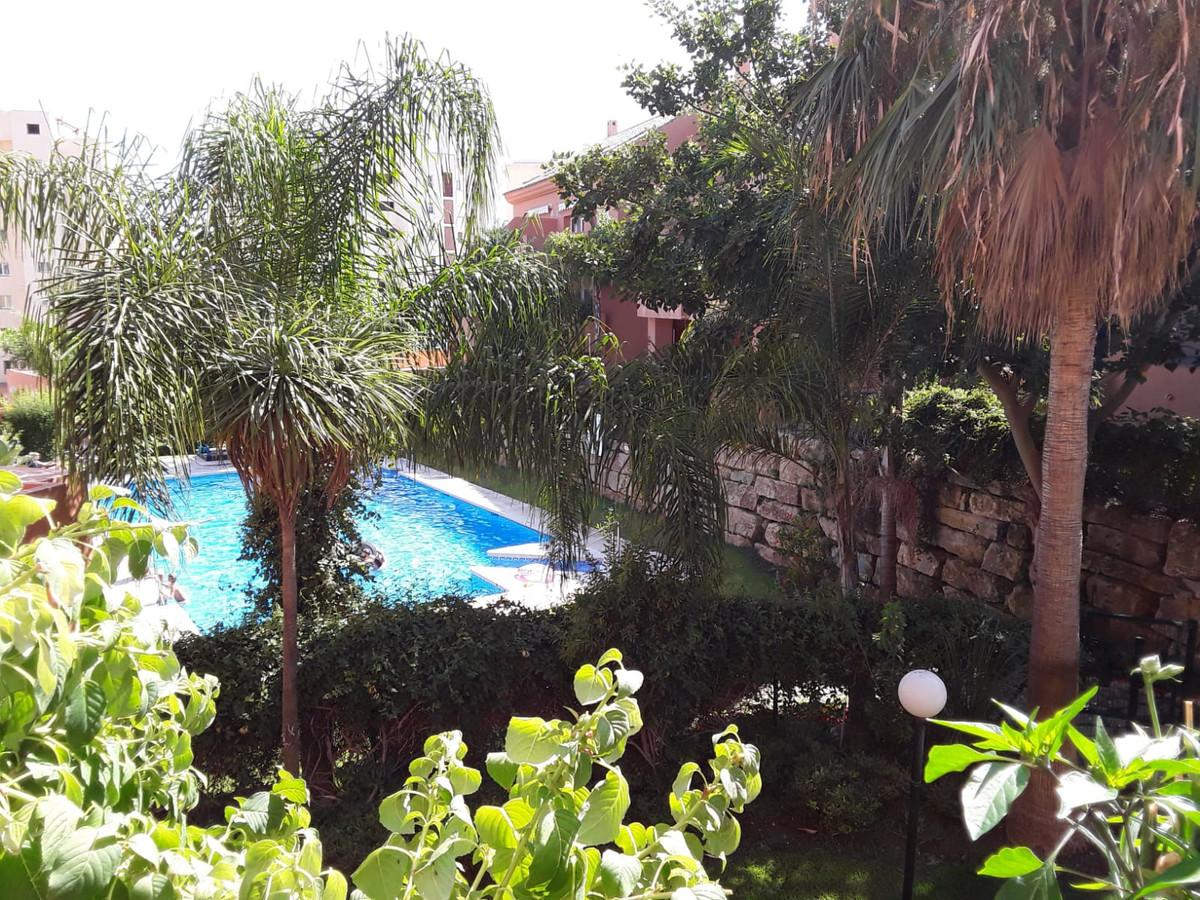 Middle Floor Apartment, Estepona, Costa del Sol. 2 Bedrooms, 2 Bathrooms, Built 90 m², Terrace 25 m²,Spain