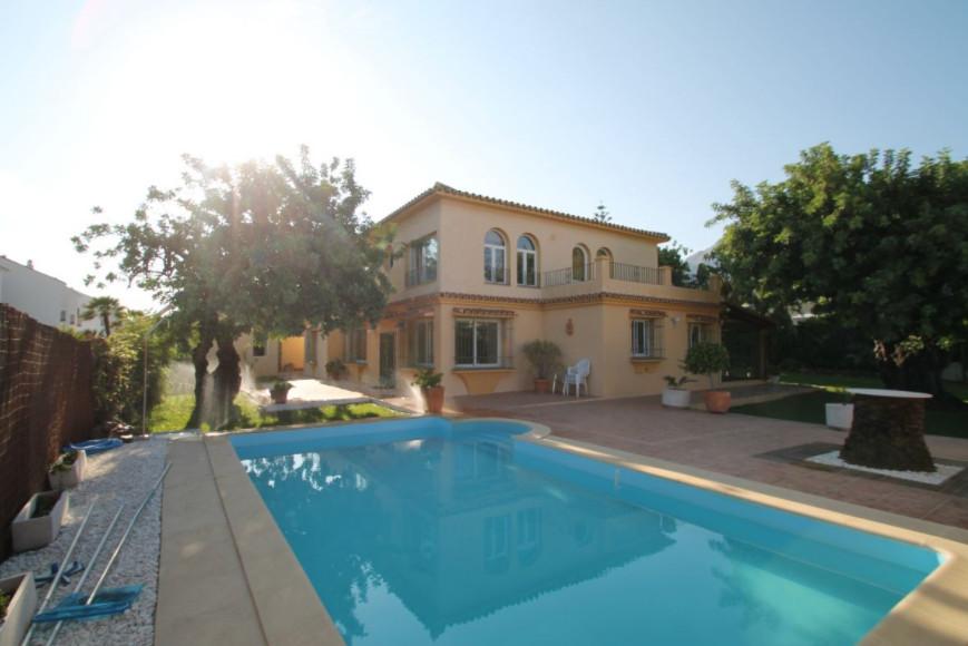 Detached Villa, Marbella, Costa del Sol. 4 Bedrooms, 4 Bathrooms, Built 500 m², Terrace 40 m², Garde,Spain